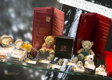 Kabuki-cho - Bearing Gifts