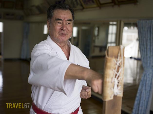 10th Dan Shorin-ryu Karate Master Sokuichi Gibu training with makiwara