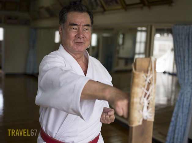 10th Dan Shorin-ryu Karate Master Sokuichi Gibu training with makiwara