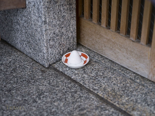 Morijio, or mori-shio (盛塩) purifying bowls of salt