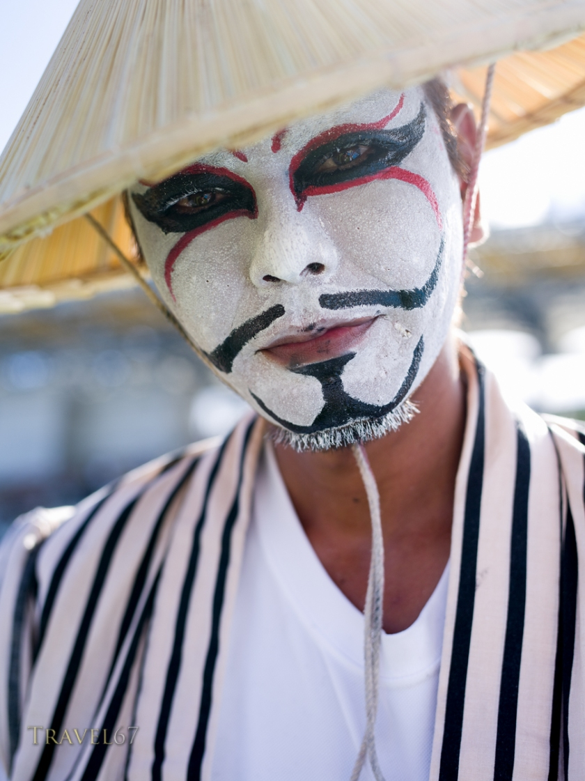Chondara Clown entertains the crowds, Okinawa City, Okinawa 沖縄県、沖縄市 人々を楽しませるチョンダラー