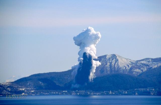 Mt. Usu erupts 2000