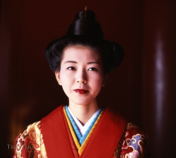 Shuri Castle has two major annual festivals. On each of the first three days of the year, a New Year Ceremony is held in the courtyard followed by performances of Ryukyu Dance. A local woman and man are chosen to play the parts of the Ryukyu King and Queen at the ceremony.