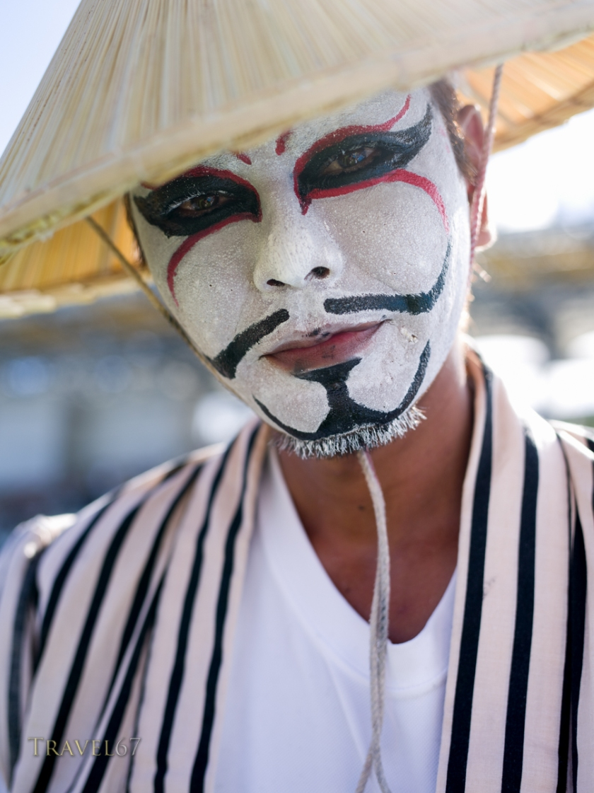 A chondara is like an Okinawan clown that takes part in Eisa, encouraging both the dancers and the crowd.
