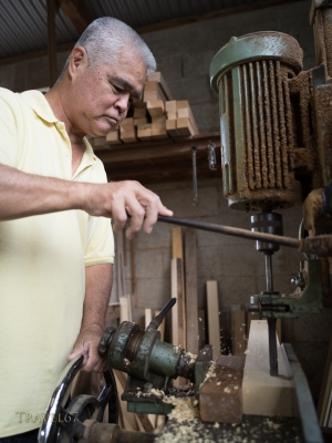 Oshiro Yoshimasa (57) carpenter making weaving loom , Haebaru, Okinawa 大城織機製作所